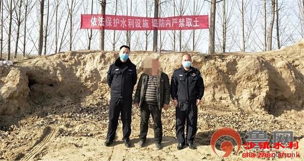 聊城一村民盗用河堤土方铺垫自家宅基地被拘